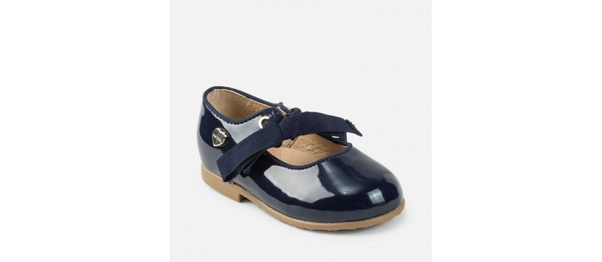 Zapato y mercedes de niña